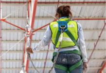 Jak zachować bezpieczeństwo pracując na dachu