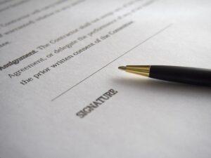 Czy w wypowiedzeniu umowy o pracę należy podać przyczynę